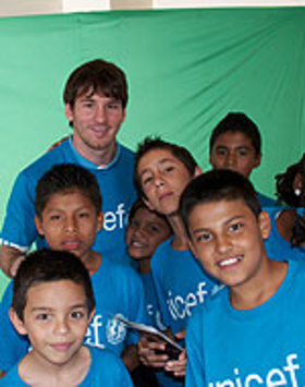 Leo Messi said that children in Costa Rica should grow up in an environment free of violence and where they are encouraged to play sport.