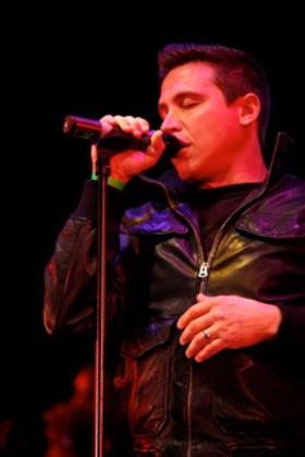 Erik Palladino sings Roadhouse Blue - photo by Joe Scarnici of Wire Image