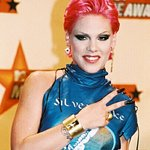 Pink To Receive People's Champion Award at E! People's Choice Awards