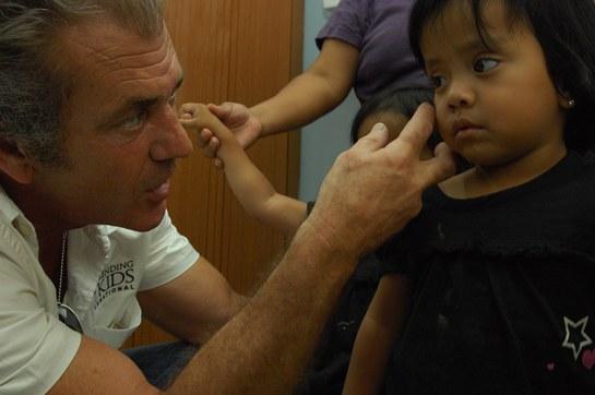 Mel Gibson Helps Mending Kids International