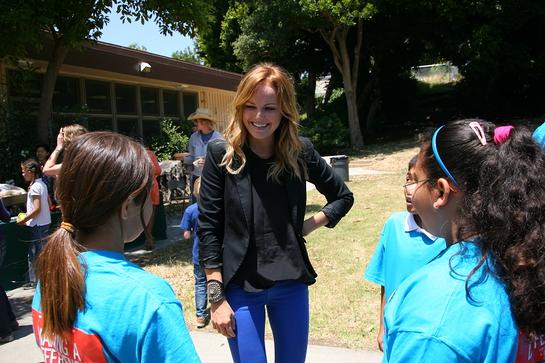 Malin Ackerman talks with students