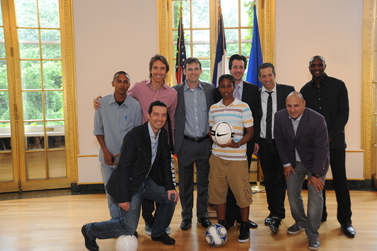 Steve Nash, Simone Sandri (NBA TV), Lawrence Caan, Antonin Boudry, Kenneth Cole, Venanzio Ciampa and Premier League player Emerson with Street Soccer USA players