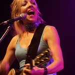 Musician Melanie Dekker Supports Wounded Soldiers