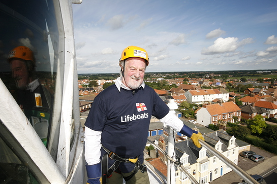 Bernard Hill ready to abseil for charity