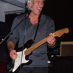 Richard Gere To Auction Guitar Collection For Charity