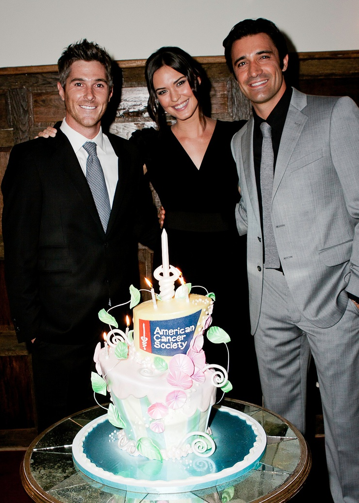 Dave and Odette Annable blow out cancer.