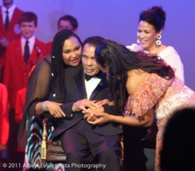 Maryum & Hana Ali congratulate their father Muhammad Ali