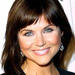 Tiffani Thiessen Helps Jumpstart Break Charity Record