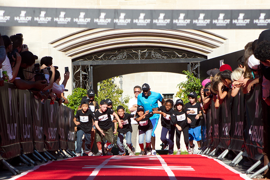 Usain Bolt Races Children at charity event