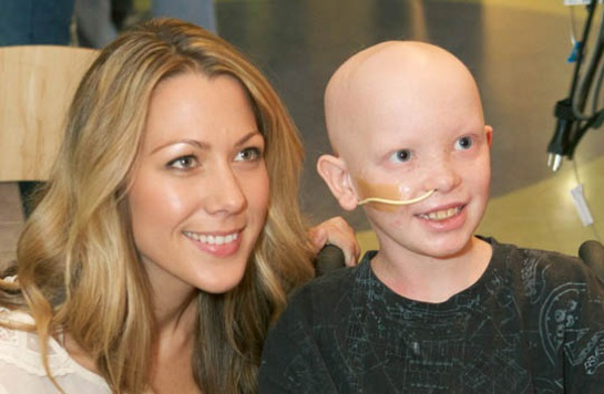Colbie Caillat and a patient of Monroe Carell Jr. Children's Hospital