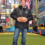 Nick Lachey Helps Set World Record At Charity Event