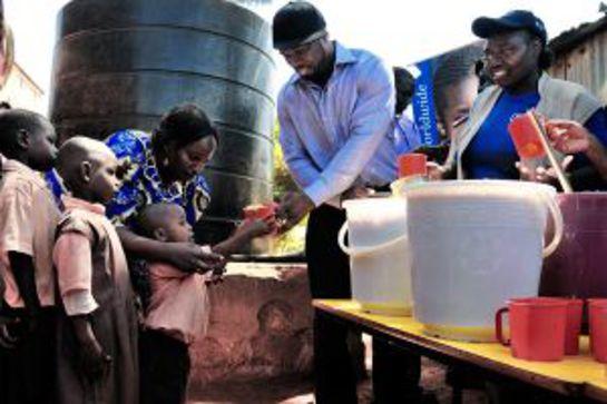 50 Cent serves WFP food to school kids in a Nairobi slum