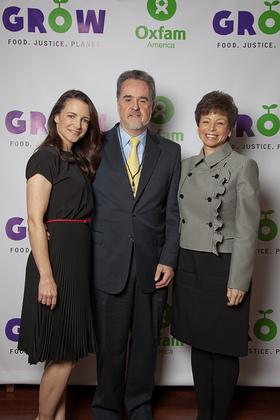 Kristin Davis, Oxfam America President Ray Offenheiser, and Valerie Jarett