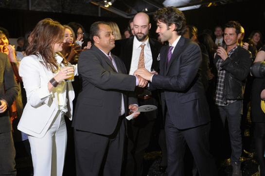 Adrian Grenier congratulates whisky collector Mahesh Patel