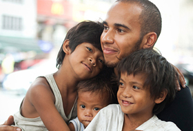 Lewis spent time with 3 brothers, Reynold (10), Arnold (9) and Rico (2) who live on the streets in the Binondo part of the city.