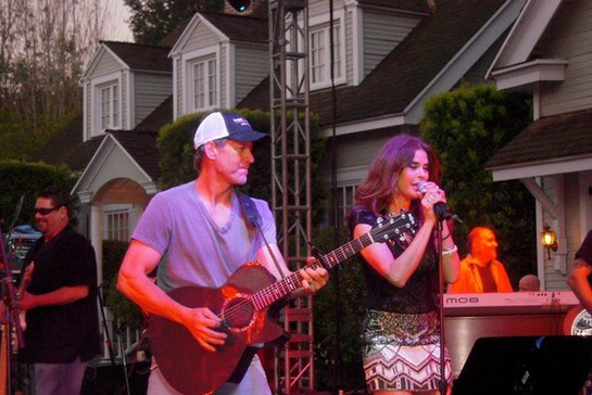 James Denton and Teri Hatcher, Wisteria Lane Block Party