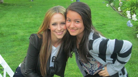 Jennifer Love Hewitt and Isabella Rae Thomas