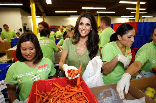 Samantha Harris and Feeding America
