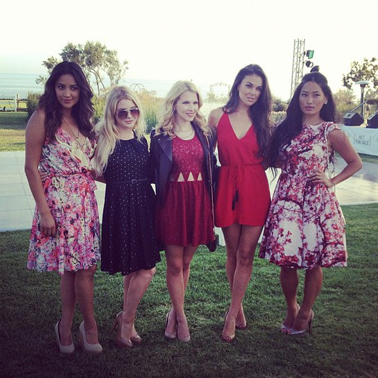 Shay Mitchell, Renee Olstead, Claudia Lee, Serinda Swan, Chloe Flower