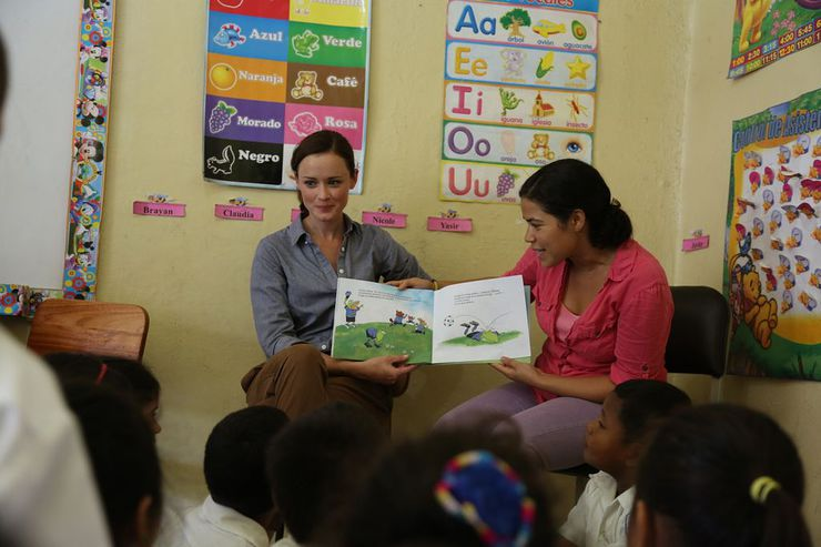Alexis Bledel and America Ferrera Read To Kids in Honduras with ONE