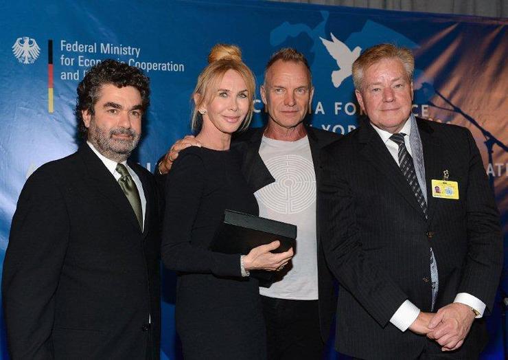 Joe Berlinger, Sting, Trudie Styler and State Secretary Hans-Jürgen Beerfeltz,