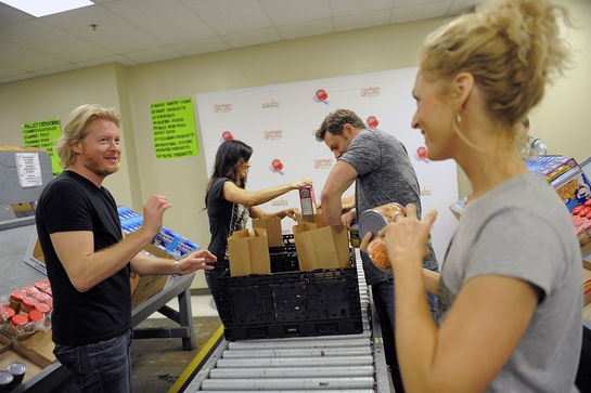 Little Big Town Help Out At Feeding America Tampa Bay