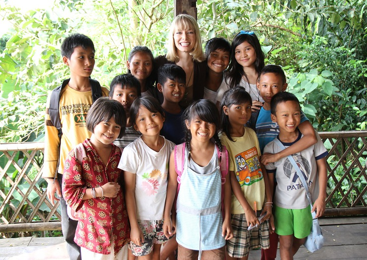 Stephanie Drapeau And Her New Friends In Thailand