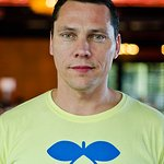 Tiesto Celebrates World AIDS Day With (RED)