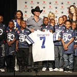 Kenny Chesney To Perform Live At Thanksgiving Day Game