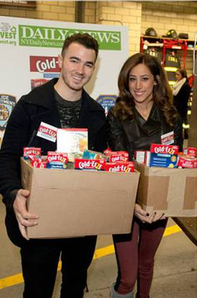 Kevin & Danielle Jonas Host the Cold-EEZE & City Harvest Food Drive to Benefit Hurricane Sandy Victims at NYC FDNY Station Dec 14