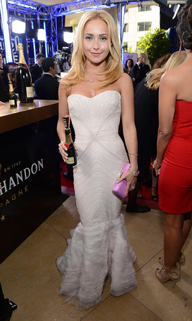 Hayden Panettiere raises a Moet mini for Moet & Chandons Toast for a Cause on the Red Carpet.