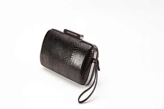 Kenneth Cole and actress Sarah Jessica Parker have joined forces in support of amfAR with the creation of a limited edition evening bag that will be auctioned live at the New York amfAR Gala on February 6