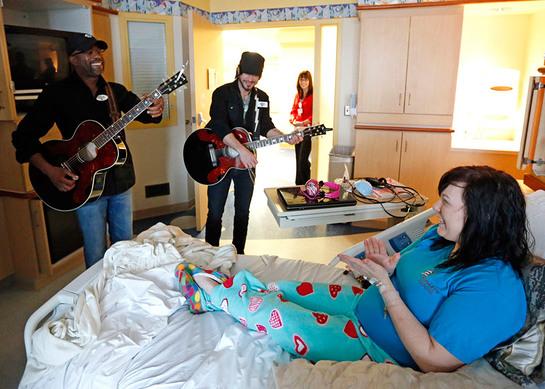 Darius Rucker performs for patients in Nashville.