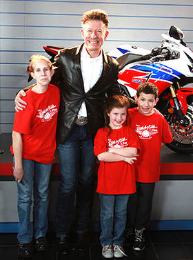 Lyle Lovett with Ride for Kids Stars Kaitlyn, Ava and Javier.