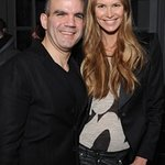 Elle Macpherson Helps The Dog Jogger Fundraise For Charity
