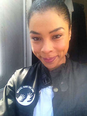 Sophie Okonedo shows her support for the Awá.
