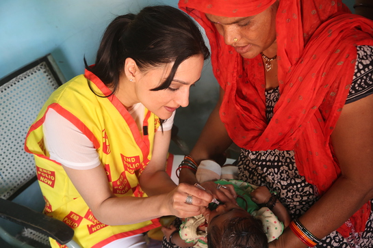 Archie Panjabi helped immunize children in New Delhi.
