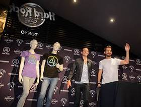 Mike Shinoda and Chester Bennington of Linkin Park unveil Hard Rock's new Linkin Park Signature Series: Edition 31 T-Shirt during a press conference held at Hard Rock Cafe Tokyo on Friday, August 9, 2013, in Roppongi.