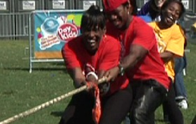 Ne-Yo, Jackie and Gail struggling at Tug-of-War