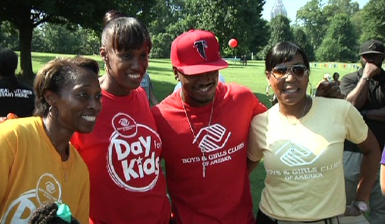 Ne-Yo, Jackie and Gail enjoyed the Day for Kids