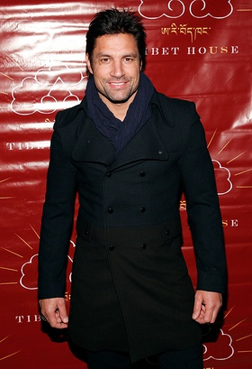 Manu Bennett at Tibet House Auction