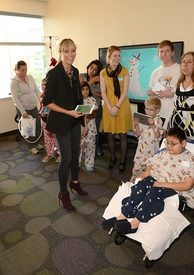 Heidi Klum Gives The Gift Of Creativity With Truly Scrumptious For Babies R Us And Paper And Pencil By FiftyThree At Children's Hospital Los Angeles