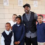New York Giants Star Hakeem Nicks Gives A Helping Hand