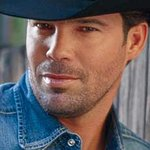 Clay Walker To Host Gala Against MS