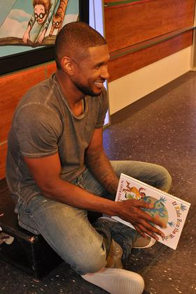 Usher reads to children in NYC on Sept. 4, to help launch Scholastic's new reading initiative