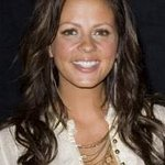 Sara Evans Helps Disaster Fund With Auction