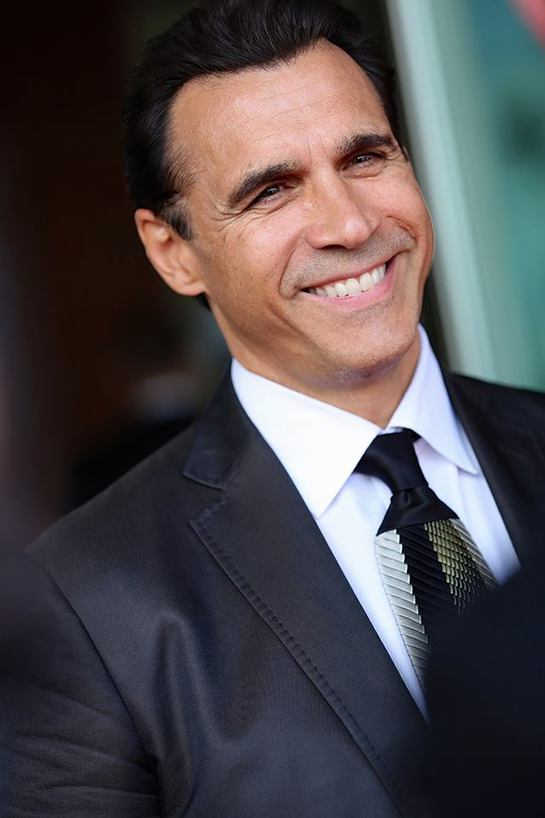 adrian paul and the peace fund organize celebrity poker   look to the
