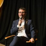 John Oliver Hosts Storytellers Event For Veterans