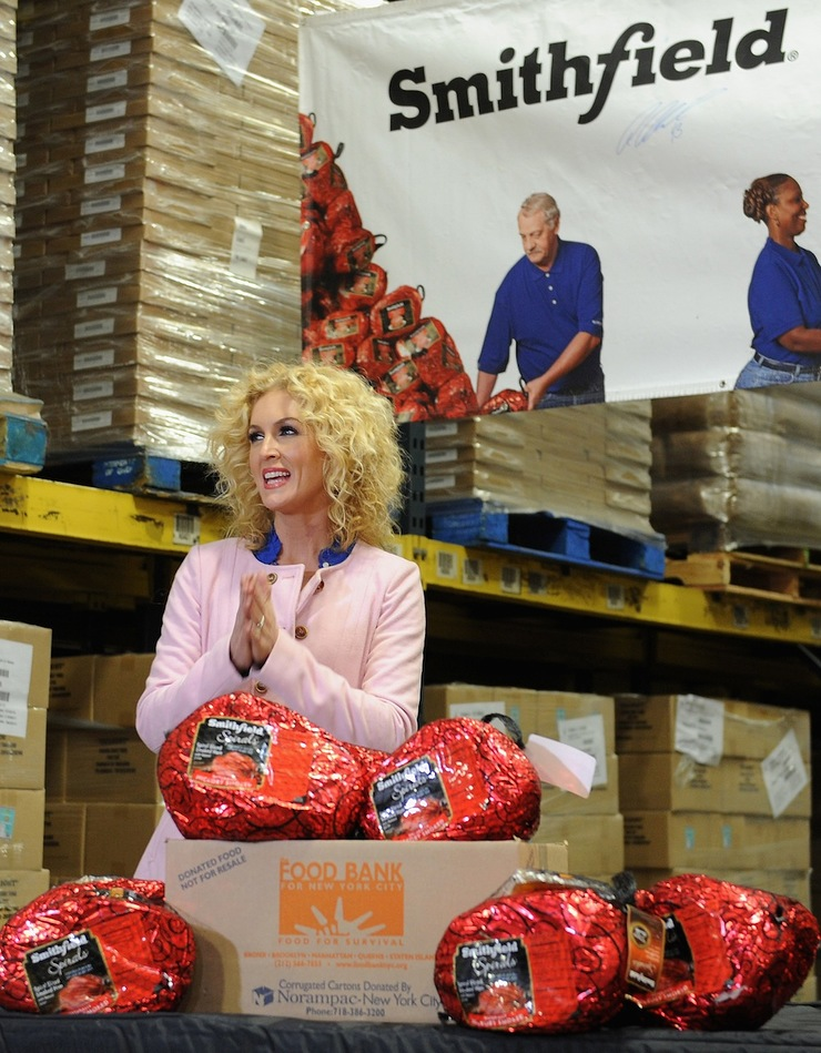 Kimberly Schlapman of Grammy nominated Little Big Town joins Smithfield to lend a hand