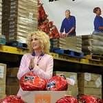 Little Big Town Singer Lends A Hand To Those In Need